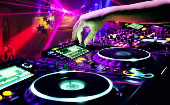 DJ les bij POPsCOOL